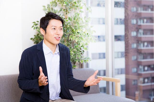 社員インタビュー記事でよく見かける写真