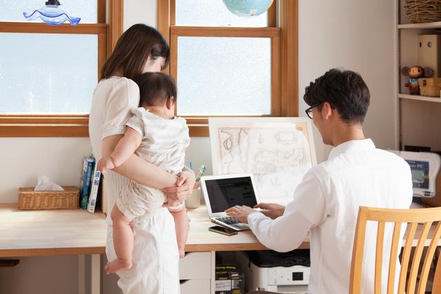 自宅で育児をしながら仕事をしている