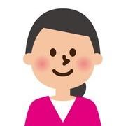 ピンクのシャツを着た転職志望の女性