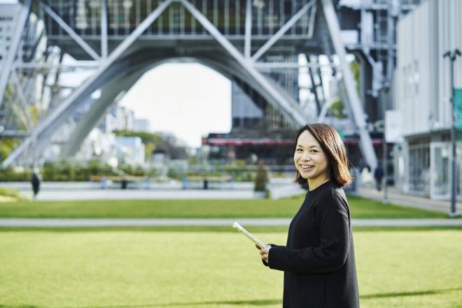 「教室から世界一周!」プロジェクト設立者・堂原有美さんが選ぶ5冊の本┃日本と世界をつなぐ、未来への道しるべになった「世界を知るための本」